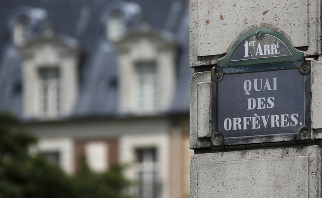 A street named sign is seen near the main entrance of the 36, Quai des Orfevres, Paris headquarters of the criminal police, on the Ile de la Cite in Paris, July 31, 2013. The mythical headquarters of the Parisian Police Judiciaire (PJ) will celebrate its centenary on August 1, 2013. REUTERS/Christian Hartmann (FRANCE - Tags: CITYSCAPE SOCIETY CRIME LAW TRAVEL) - RTX125UO